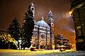 Basilica di Sant'Andrea in inverno sotto una copiosa nevicata.jpg