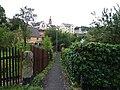 Bečov nad Teplou, průchod mezi zahradami.jpg