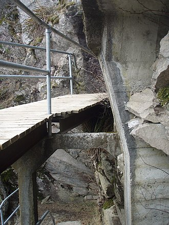 Beacon Rock State Park - Another view of the interlocking walkways
