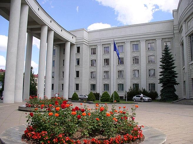 https://upload.wikimedia.org/wikipedia/commons/thumb/4/4b/Belarus-Minsk-Academy_of_Sciences-5.jpg/656px-Belarus-Minsk-Academy_of_Sciences-5.jpg