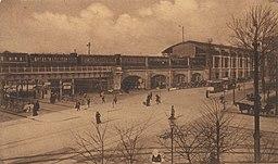 Bahnhof Berlin Zoologischer Garten Ungenannt [Public domain], via Wikimedia Commons