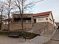 Biblioteca y consultorio médico de Trescasas.jpg