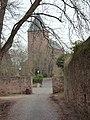 Blick vom Burgtor zur Pfarrkirche St. Johannes der Täufer - panoramio.jpg