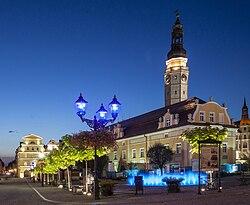 Bolesławiec, Rynek 41 - Ratusz wieczorem.jpg