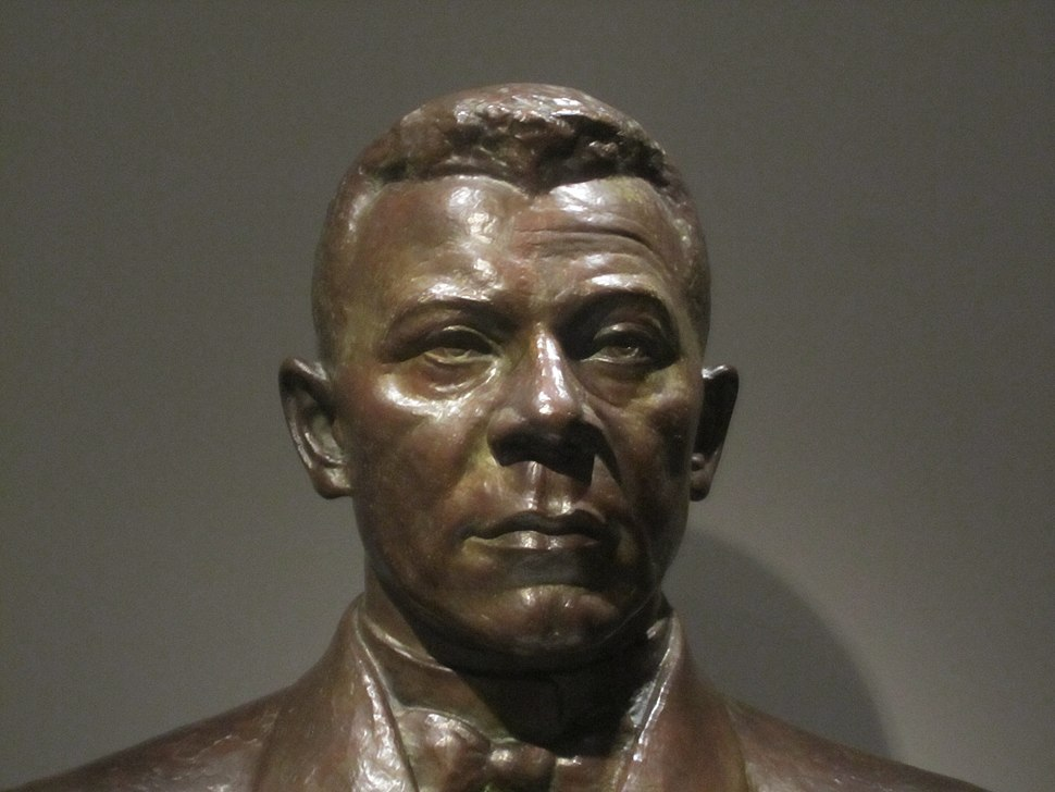 Booker T. Washington sculpture at National Portrait Gallery IMG 4385