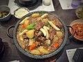 Braised beef ribs in galbi sauce (25069992401).jpg
