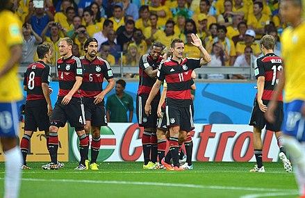 cf79e3ac55 Jogadores do Brasil e da Alemanha durante a partida que acabou conhecida  como