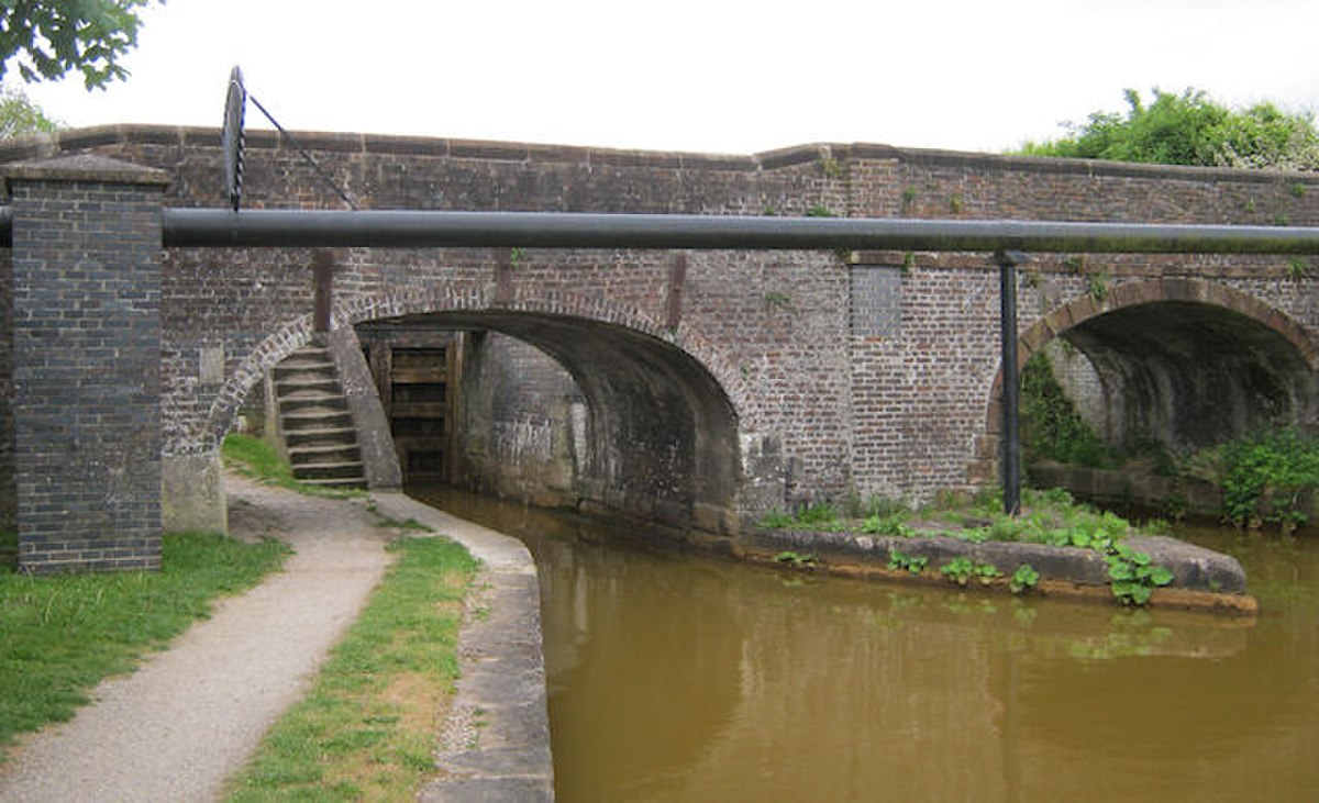 Bridge 136, Trent & Mersey Canal, Church Lawton.jpg