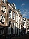 foto van Herenhuis met bakstenen lijstgevel