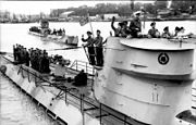 Bundesarchiv Bild 101II-MW-4260-37, Lorient, U-Boote U-123 und U-201 auslaufend
