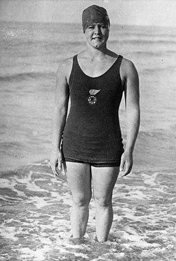 ガートルード・アデルがイギリスに到着してチャンネルスイマーとなった最初の写真。