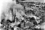 Bundesarchiv Bild 146-1977-047-16, Lübeck, brennender Dom nach Luftangriff.jpg