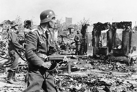 German soldiers clearing the streets in Stalingrad Bundesarchiv Bild 183-B22478, Stalingrad, Luftwaffen-Soldaten in Ruinen.jpg