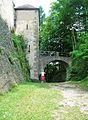 Burg Rabeneck ehem Burggraben mit Zugbrücke.jpg