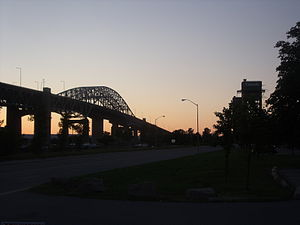 English: Skyway and lift bridge