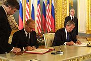 Putin and George Bush signing SORT