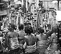 COLLECTIE TROPENMUSEUM Vrouwen in gebed voor de offergaven Bali TMnr 10001195.jpg