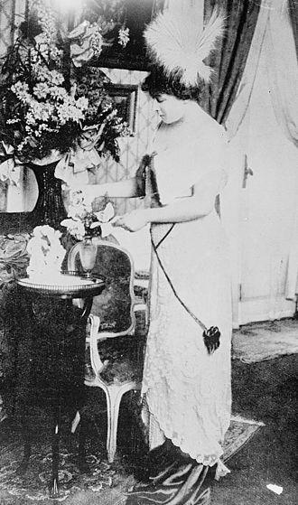 Henriette Caillaux - A glass-plate photograph of Henriette Caillaux, c.1910 to c.1915