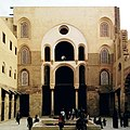 Cairo, madrasa del sultano qalaun, madrasa e moschea 06.jpg
