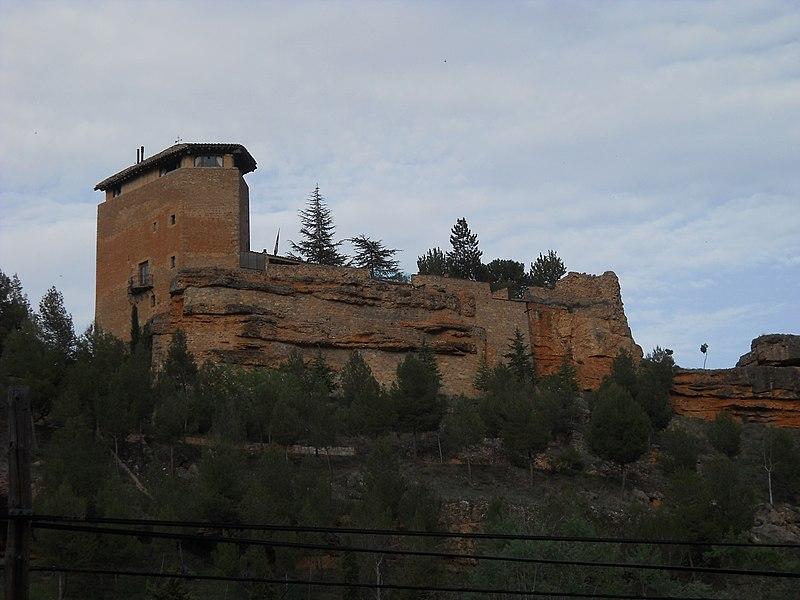 File:Castillo de Somaén, Arcos de Jalón 01.jpg