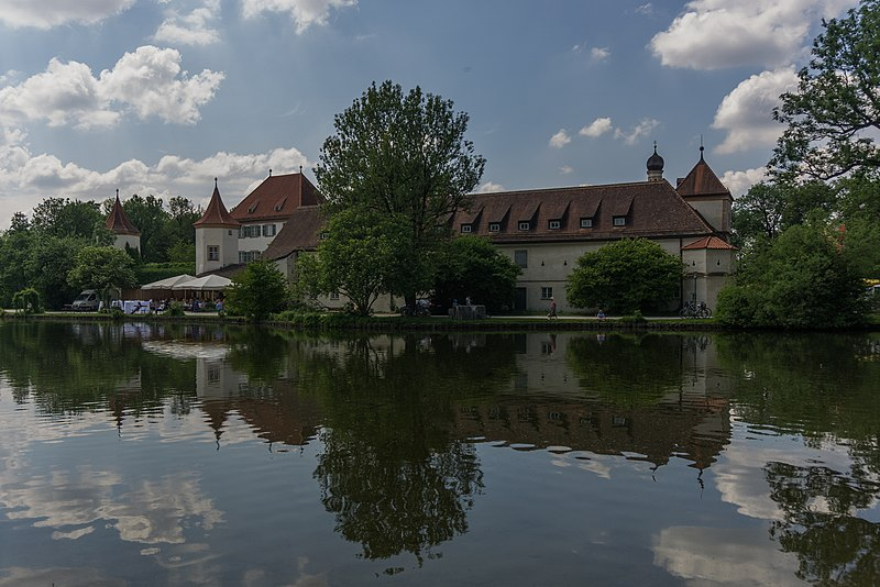 File:Castle Blutenburg.jpg