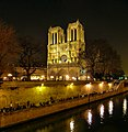 Cathédrale Notre Dame en nocturne.jpg