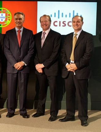 Cisco Systems - Former Portuguese President Cavaco Silva, former Cisco CEO John Chambers and Cisco Senior Director of Innovation Helder Antunes, during the 2011 presidential visit to the US.