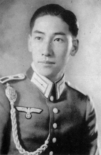 Chiang Wei-kuo - Chiang Wei-kuo as an officer candidate in the Wehrmacht. The shoulder boards indicate the rank of Fahnenjunker (cadet).