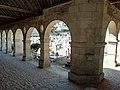 Cimetière de Montfort-l'Amaury 1 (arcades).jpg
