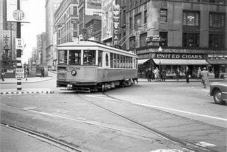 Streetcars in Cincinnati - Image: Cincinnati streetcar at 5th & Walnut, 1940s