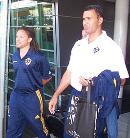 Cobi Jones (links) en Ruud Gullit in 2007