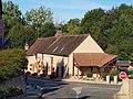 Conflans-sur-Loing-FR-45-auberge & abribus-01.jpg