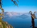 Crater Lake (4332576329).jpg