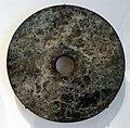 Cultura di liangzhu, disco cerimoniale in giada (bi), cina orientale 3300-2200 ac ca.jpg