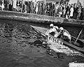 Dam tot Dam race , eerste dag, Dick van Rijn (AVRO) in aktie. Als passagier van , Bestanddeelnr 910-6148.jpg