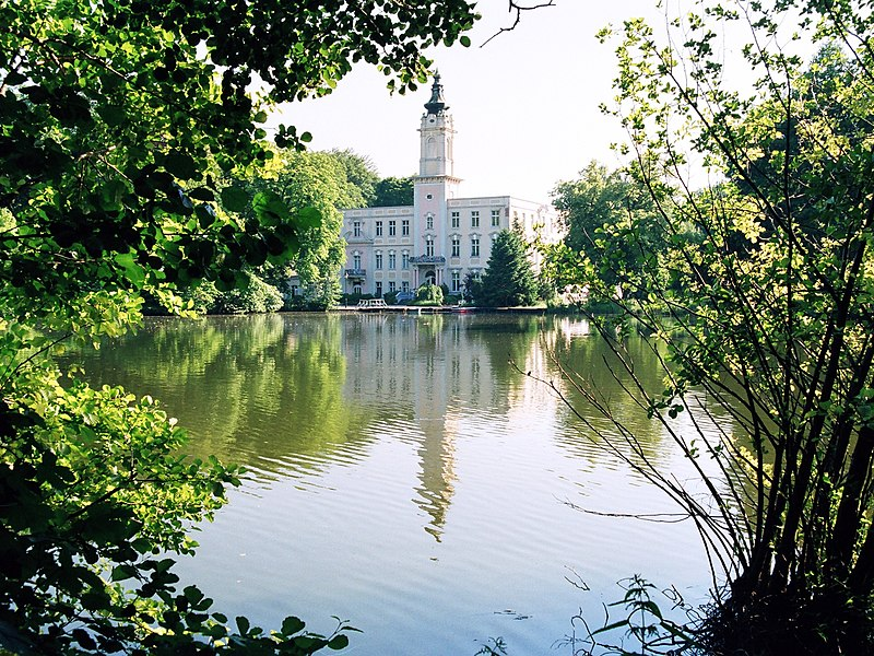 Nordostseite des Schlosses über den Mühlenteich