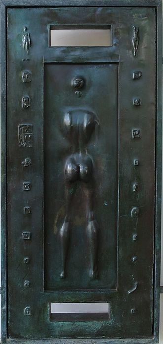 Robert Graham (sculptor) - Detail of front doors of Spalding House, the Honolulu Museum of Art, cast bronze (1988)