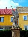 Dobromierz, plac Wolności, figura św. Jana Nepomucena(2).jpg