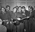 Ds. P.H. Meerburg met Korea-vrijwilligers van Schiphol naar Korea, Bestanddeelnr 904-4644.jpg