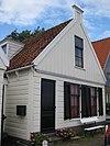 foto van Houten huis houtskelet. Uitwendig aspect, met puntvormig voorschot, in hoofdzaak 19e-eeuws
