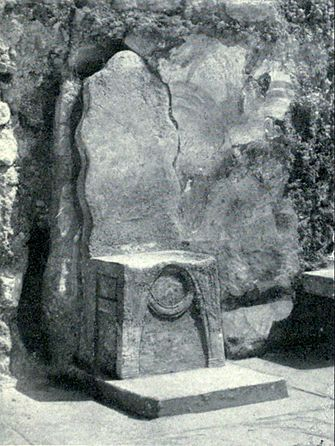 EB1911 Crete - Palace of Cnossus - Gypsum Throne.jpg