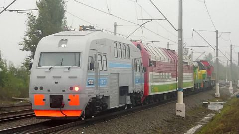 Файл:EXPO-1520 train parade 2 in 2013.webm