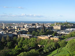 Trên: Princes Street Trái: St Mary's Cathedral Phải: Edinburgh Castle Dưới: Edinburgh Financial District