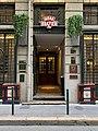 Entrée du Restaurant La Mère Brazier (Lyon), rue Royale.jpg