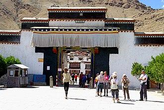 Tashi Lhunpo Monastery - Image: Entrance to Tashilhunpo Monastery