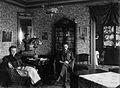 Erik Folcker med frun Gerda i sitt hem. Katarina Högbergsgata 12 - Nordiska Museet - NMA.0027986.jpg
