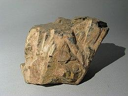Euxenite - Vegusdal, Norvegia 01.jpg