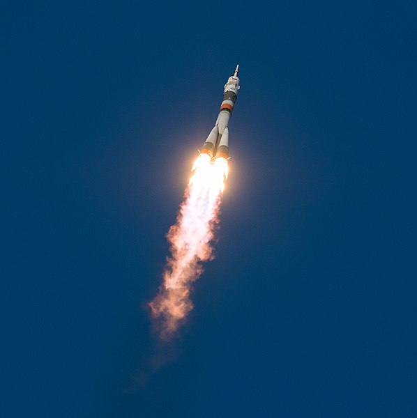 Expedition 58 Launch (NHQ201812030008).jpg