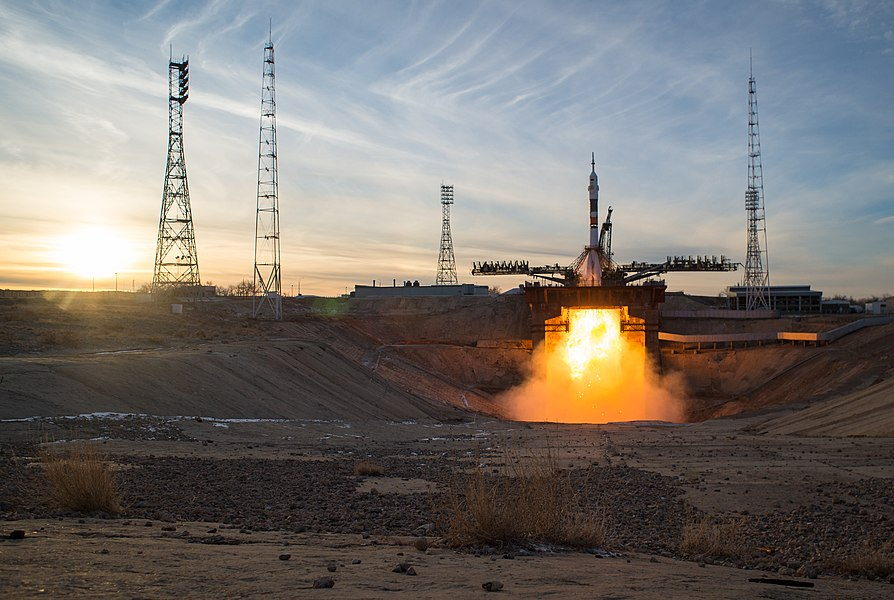 Expedition 58 Launch (NHQ201812030017).jpg