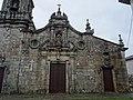 Fachada parcial Igrexa parroquial Cartelle, concello de Cartelle.jpg